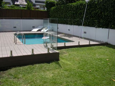 Pool Fencing installation in Madrid.